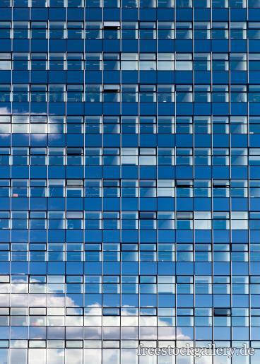 Glasfassade  Gratis Foto - Wolke spiegel sich in einer Glasfassade