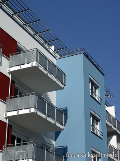 moderne fassade mit balkon gratis bild. Black Bedroom Furniture Sets. Home Design Ideas