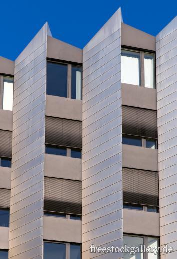 Moderne Hausfassade - kostenlose Bilder | freestockgallery.de